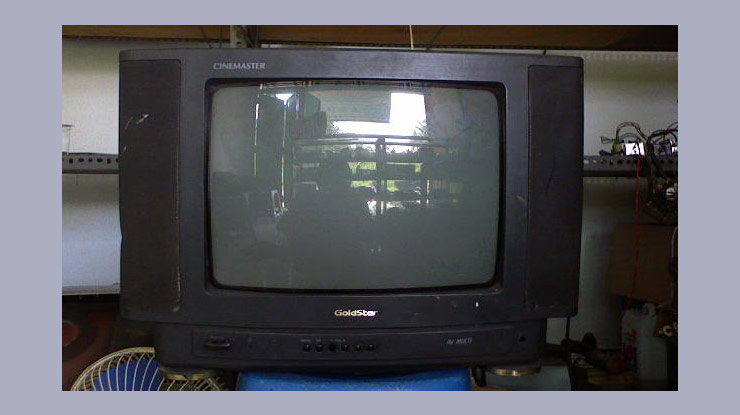 Membuka TV GoldStar Terkunci