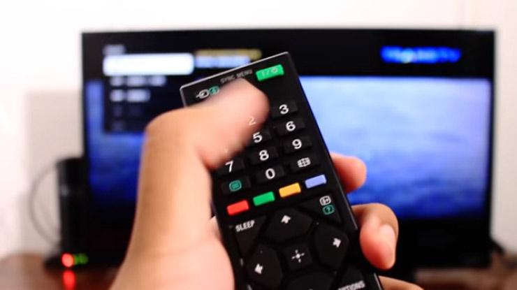 Pilih sumber HDMI yang terhubung ke Chromecast
