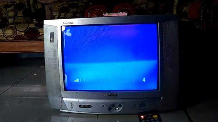 tekan tombol Volume beberapa kali sampai muncul icon volume di layar TV.