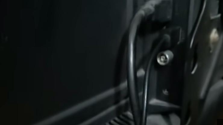 hubungkan ke port HDMI pada televisi