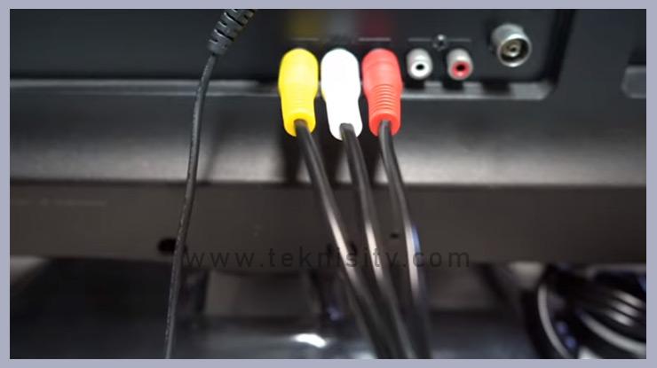 hubungkan Set Top Box ke TV memakai kabel AVRCA maupun kabel HDMI
